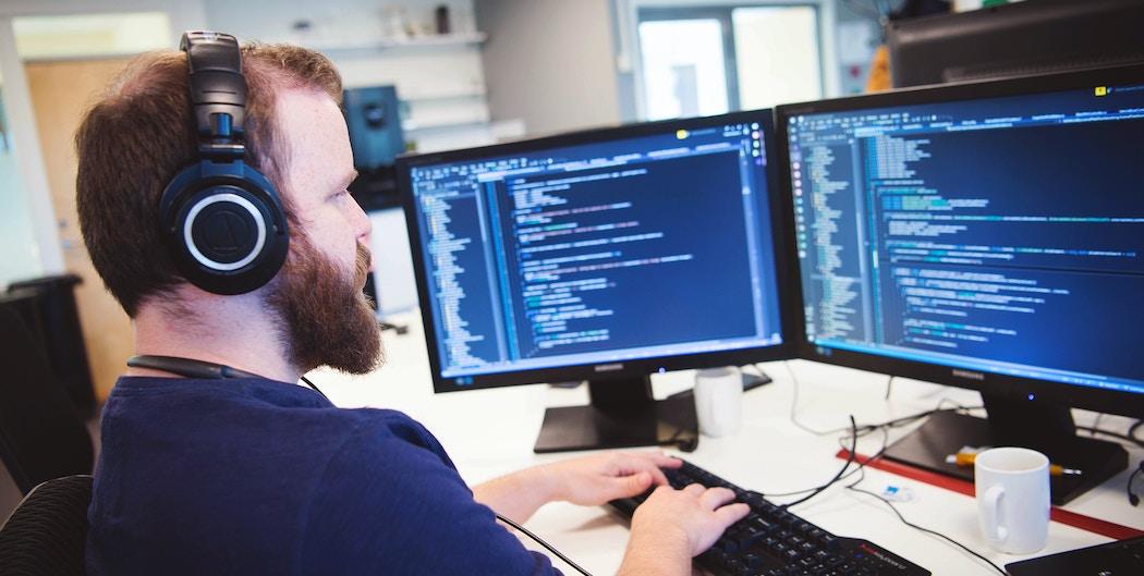 Backend-utvikler koder